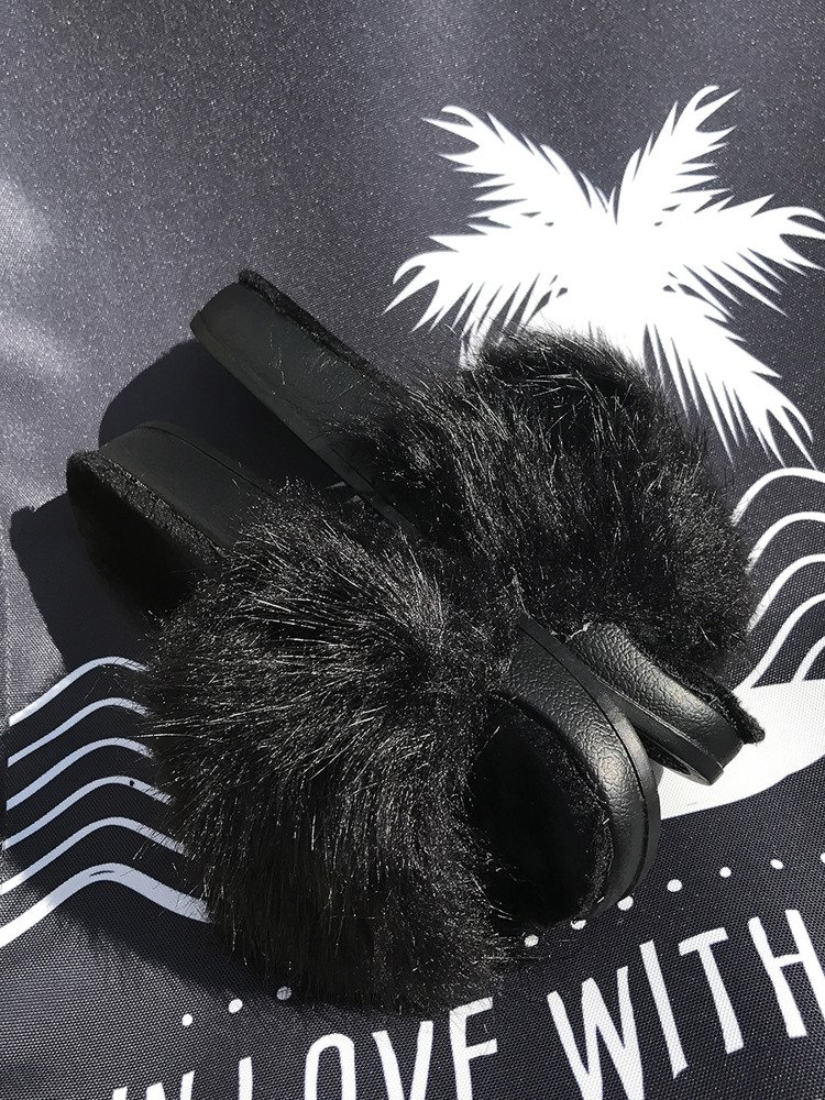 BLACK FLUFFY SLIDES FLIP FLOPS WITH  A FUR
