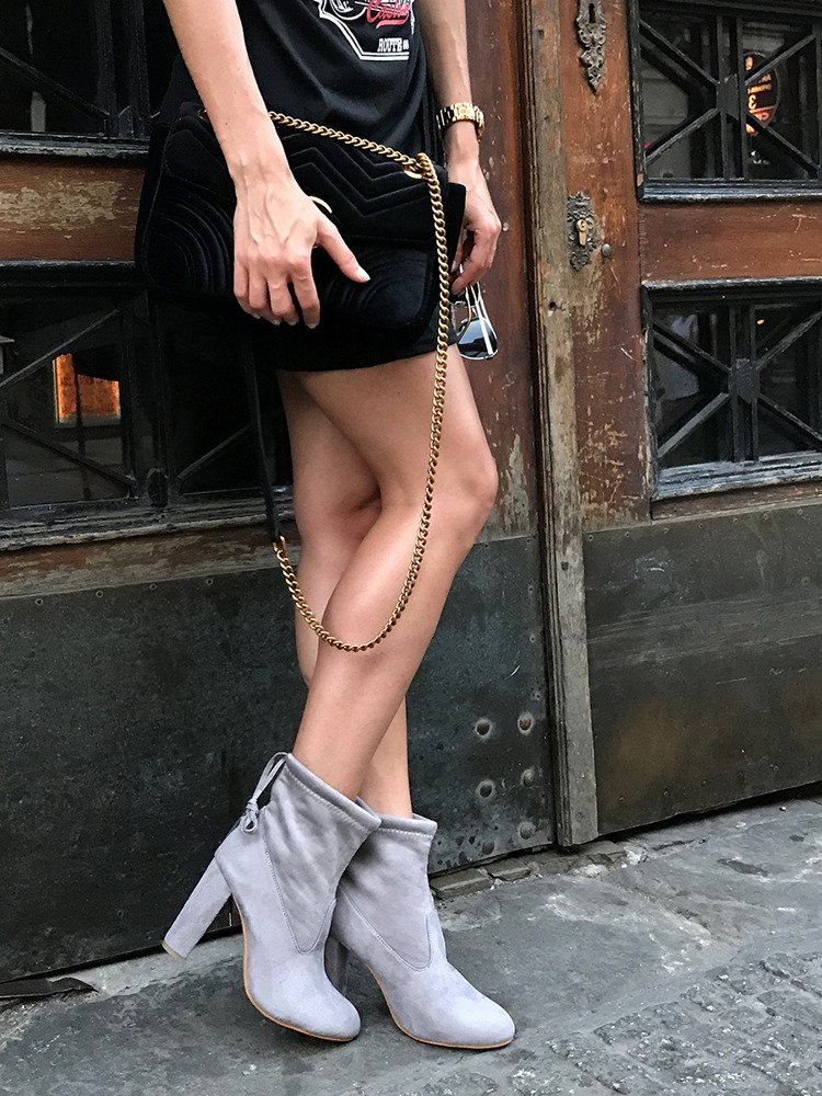 Round  heel classic ankle boots