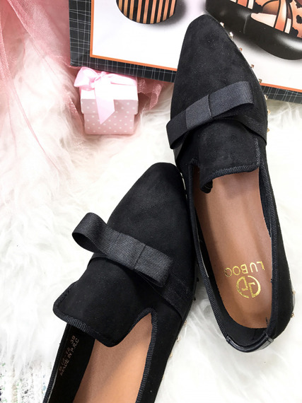 Black Studded Mocassins With a Bow