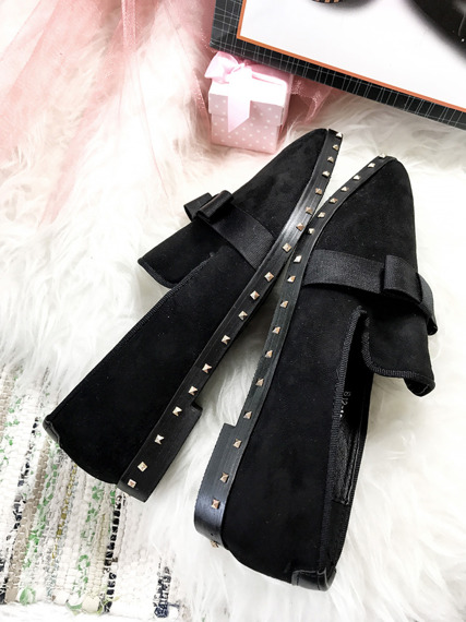 Lu Boo STUDDED BLACK MOCASSINS WITH A BOW