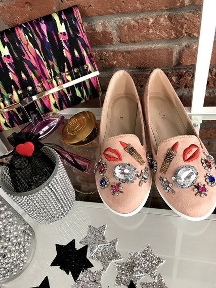 PINK SLIP ON SHOES WITH BADGES MOCASSINS
