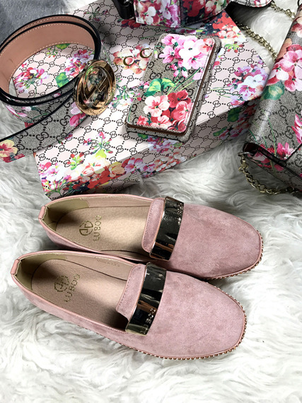 Pink loafer with badge Chain