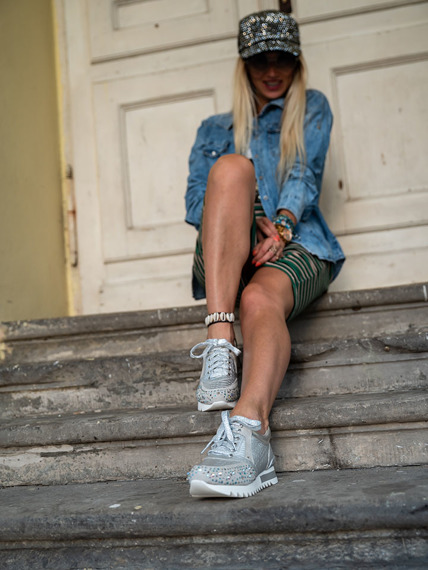 Silver sneakers with Infinittale