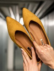 Yellow pointy-toe ballet flat